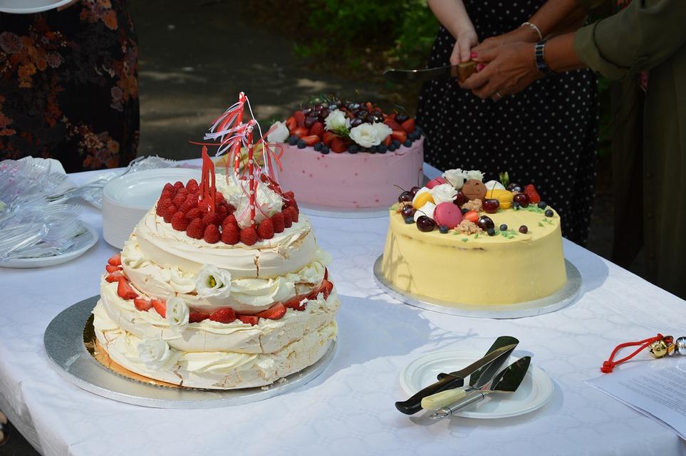 Urodzinowy tort! – dla kogo pierwszy kawałek?