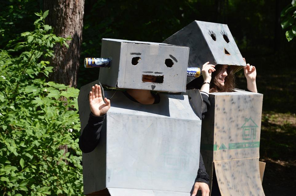 Próby do przedstawienia trwają. Pozdrowienia z Planety Robotów!